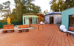 Sauna-Außenbereich im Sole-Felsen-Bad Gmünd