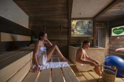 Die Steirer-Sauna erlaubt das Durchführen eigener Aufgüsse