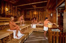 Aufguss im Alpenstadl in der Saunalandschaft Erding